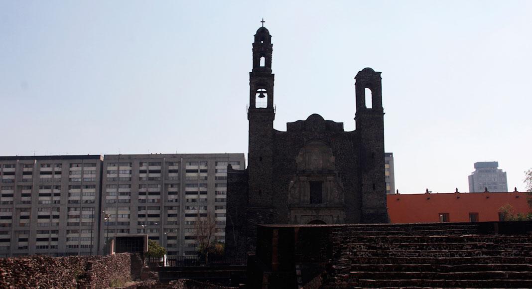 Ciudad de México y sus alrededores - Templo católico de Santiago de la cultura española (Plaza de las Tres Culturas)