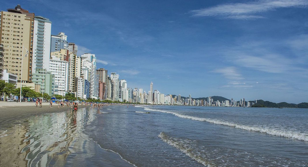 praia balneario camboriu brasil
