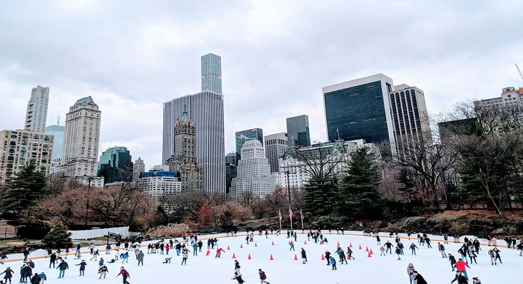 El patinaje sobre hielo es una de las actividades más elegidas durante el invierno.