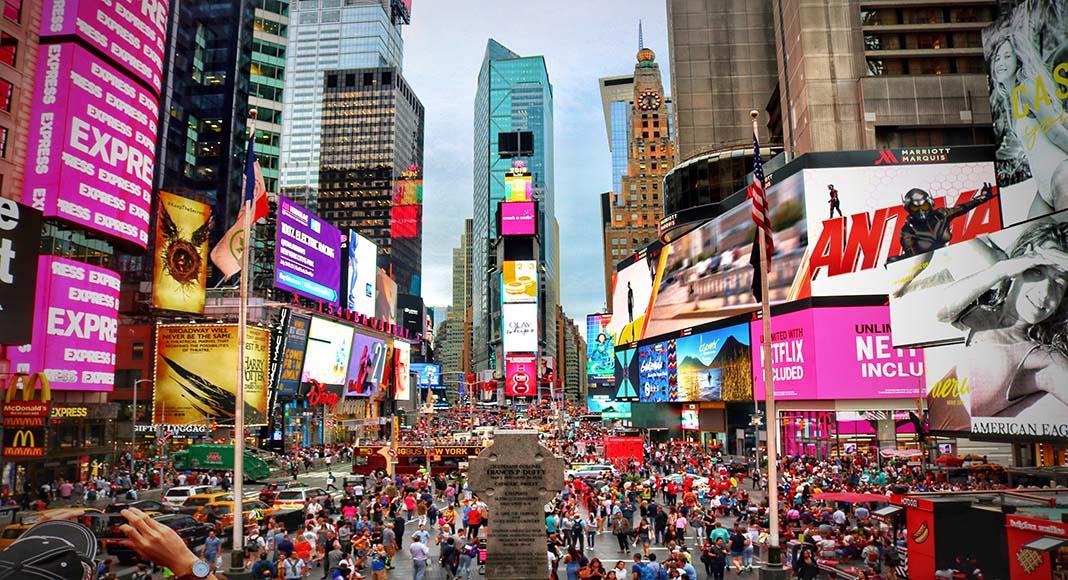 Esperar Año Nuevo en Times Square requiere de mucha paciencia y abrigo.