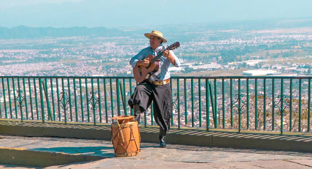 Gaucho en el Cerro San Bernardo